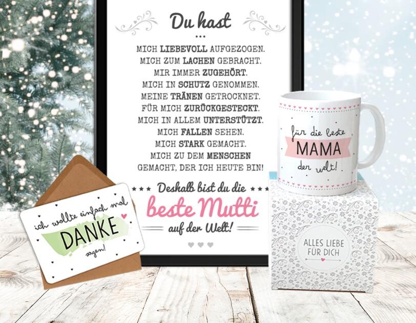"""Das Bild zeigt alle Geschenke, die im Beste-Mama-Geschenk enthalten sind: eine Tasse, ein Poster und eine Karte mit der Aufschrift """"Danke""""."""