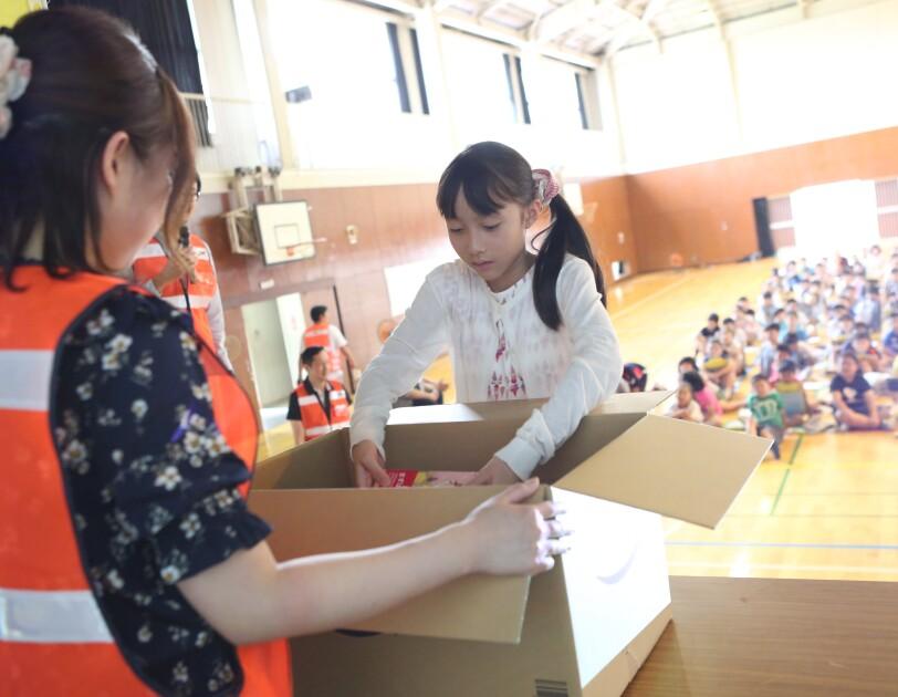 Amazonが、小学生170人に特別授業「STEMワークショップ」を開催!