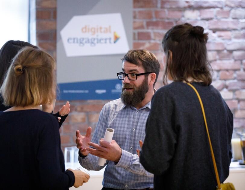 Diskussionen bei der digital.engagiert Preisverleihung.