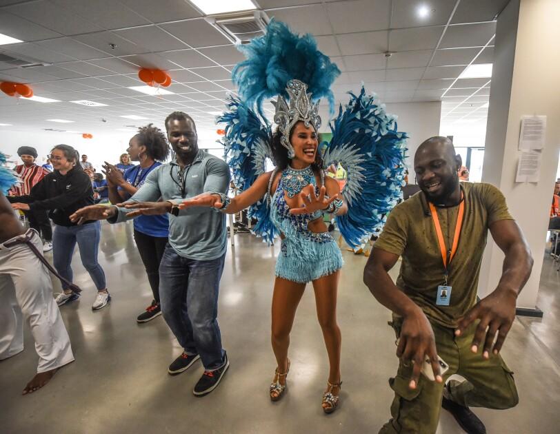 Samba-Tänzerinnen und Mitarbeiter