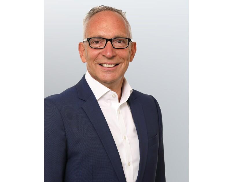 Joerg Maas ist Geschäftsführer bei Stiftung Lesen. Hier ist er im Porträt zu sehen.