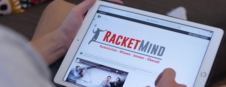 Das Logo von Racketmind ist auf dem Bildschirm eines Tablet zu sehen.