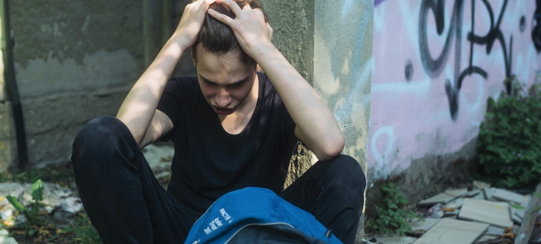 Jugendlicher auf der Straße