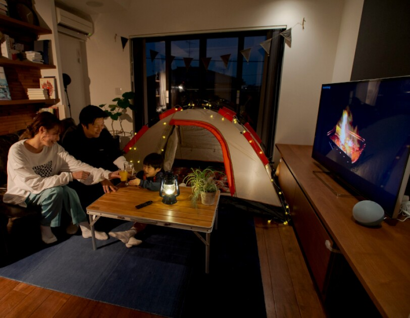 家族とアウトドア気分なおうち時間 おうちキャンプ「家キャン」をさらに盛り上げるAmazonデバイス活用術