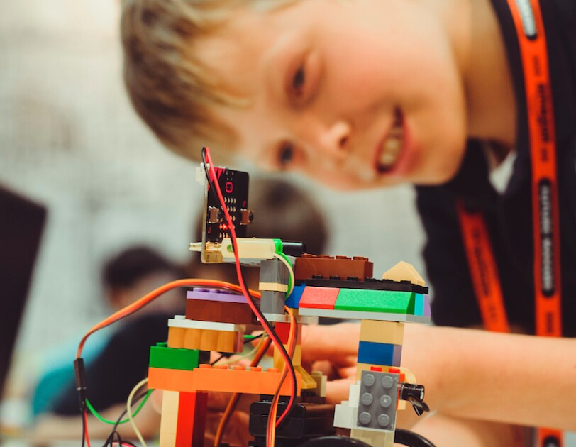 Children learning with robotics at Amazon