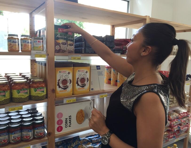 Caritas Social Buttek 2 - Community Engagement - volunteer cleaning the shelve